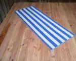 schwedischer Flickenteppich mit blau weißen Steifen detail 1